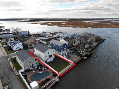 Island Park Single Family Home For Sale: 33 Redfield Rd
