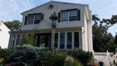 Lindenhurst Single Family Home For Sale: 406 N Indiana Ave