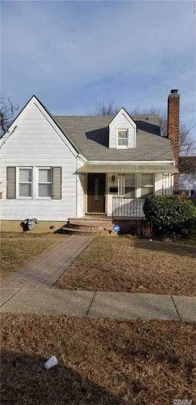 Hempstead Single Family Home For Sale: 11 Brown Ave