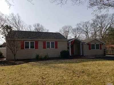 Bay Shore Single Family Home For Sale: 362 Howells Rd