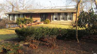 Smithtown Single Family Home For Sale: 49 Woodland Ln