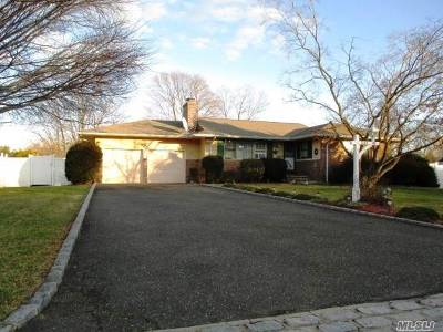 Bay Shore Multi Family Home For Sale: 1399 Thompson Dr