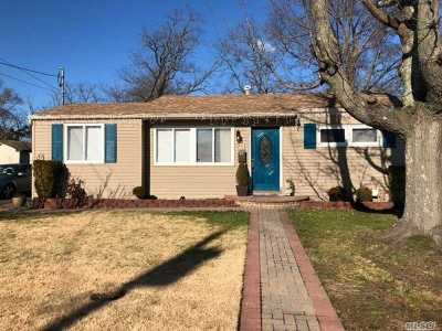 Bay Shore Single Family Home For Sale: 37 18th Ave