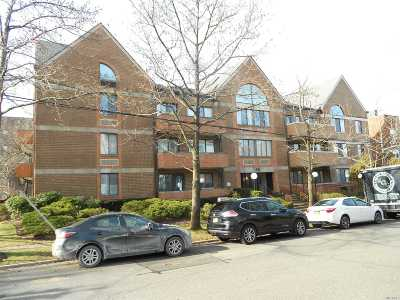 Great Neck Condo/Townhouse For Sale: 10 Canterbury Rd #1B