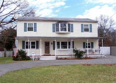 Bay Shore Single Family Home For Sale: 19 Duke St