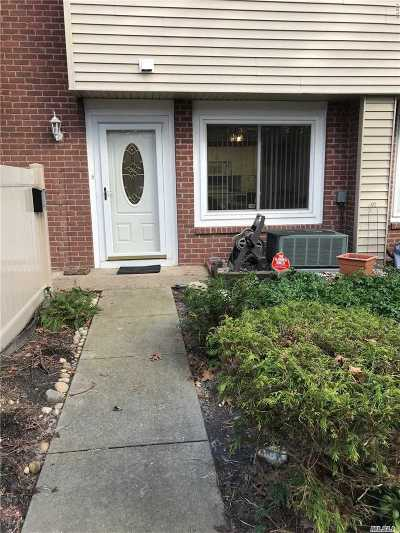 Holbrook Condo/Townhouse For Sale: 226l Springmeadow Dr