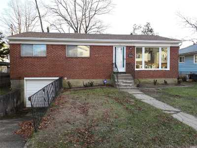 Roosevelt Single Family Home For Sale: 132 Brooks Ave
