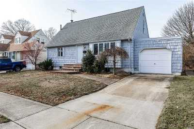 Massapequa Park Single Family Home For Sale: 168 Atlantic Ave
