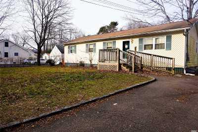 Central Islip  Single Family Home For Sale: 31 Banana St