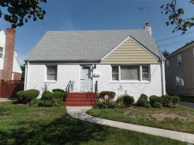 Hempstead Single Family Home For Sale: 35 W Marshall St