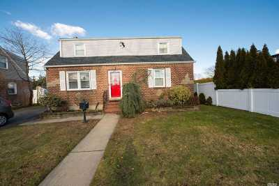 Massapequa Single Family Home For Sale: 115 Parkhill Ave