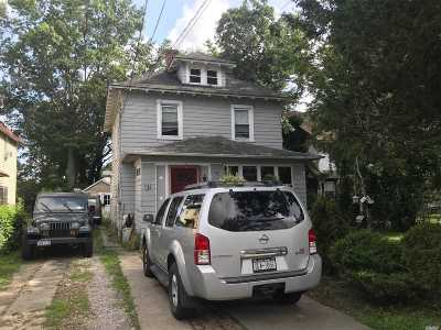 Hempstead Single Family Home For Sale: 82 Albemarle Ave