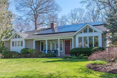 Huntington Single Family Home For Sale: 31 Old Town Ln