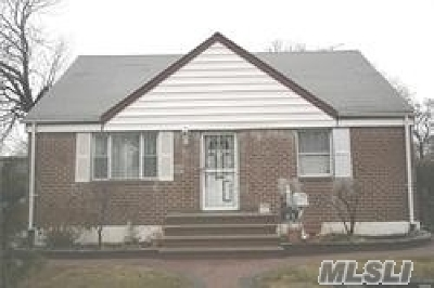 Hempstead Single Family Home For Sale: 82 Circle Dr