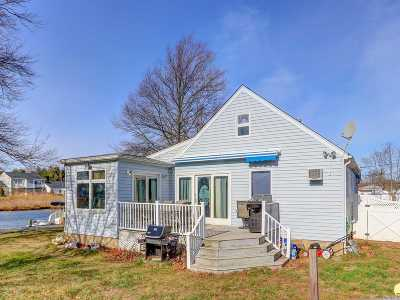 Amity Harbor NY Single Family Home For Sale: $425,000
