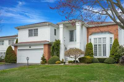 Commack Condo/Townhouse For Sale: 153 Country Club Dr