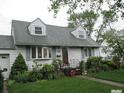 Hicksville Single Family Home For Sale: 103 Bethpage Rd