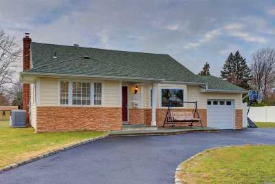 Bay Shore Single Family Home For Sale: 992 Aberdeen Rd