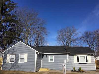 Central Islip  Single Family Home For Sale: 13 Poplar St