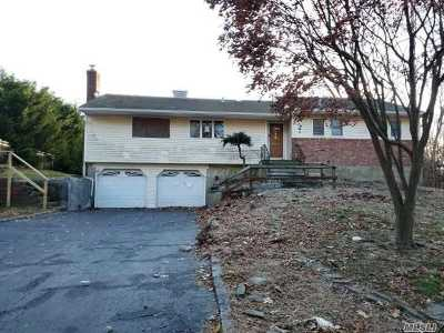 Hauppauge Single Family Home For Sale: 30 Butterfly Dr