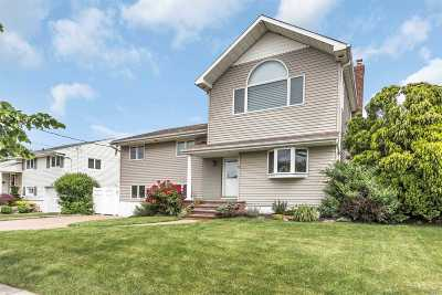 Massapequa Single Family Home For Sale: 6 Jomarr Pl