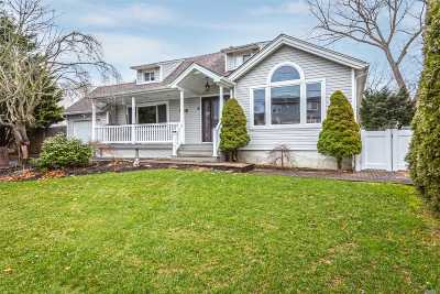 Commack Single Family Home For Sale: 8 Sun Haven Ln