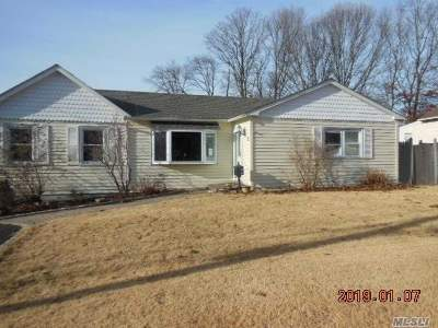 Ronkonkoma Single Family Home For Sale: 16 Carol Dr