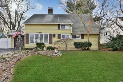 Levittown Single Family Home For Sale: 68 Market Ln