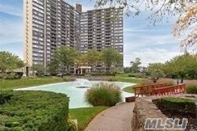 Bayside Condo/Townhouse For Sale: Two Bay Club Dr #9F