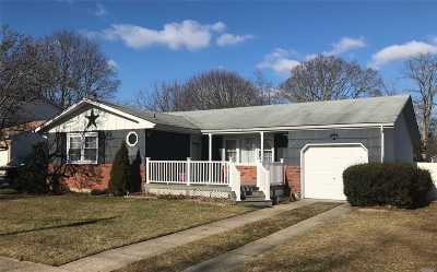 Sayville Single Family Home For Sale: 99 Marion St