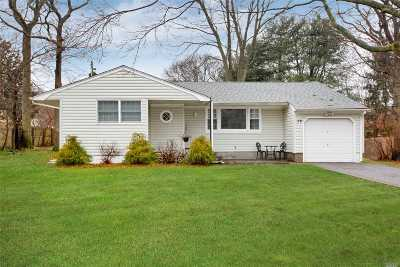 Lake Ronkonkoma Single Family Home For Sale: 84 Balaton Ave