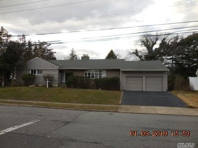 Massapequa Park Single Family Home For Sale: 102 Harbor Ln