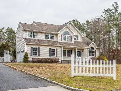 Manorville Single Family Home For Sale: 1 Mariposa Ln