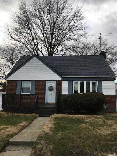 Uniondale Single Family Home For Sale: 568 Clark Pl