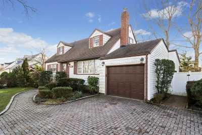 N. Massapequa Single Family Home For Sale: 162 N Beech St