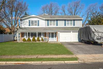 West Islip Single Family Home For Sale: 15 Gate Ln