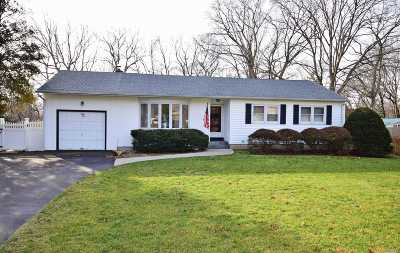 Hauppauge Single Family Home For Sale: 54 Bridge Rd