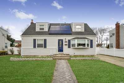 Farmingdale Single Family Home For Sale: 54 Mill Road