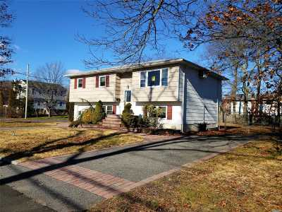 Islip  Single Family Home For Sale: 85 Dartmouth St