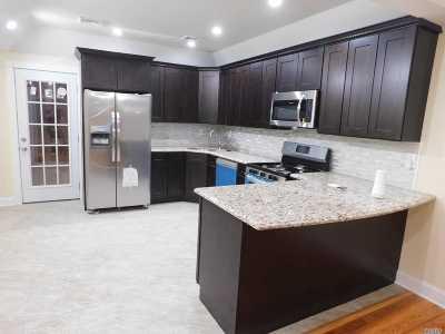 Central Islip  Single Family Home For Sale: 285 Elmore St