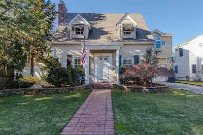 Rockville Centre Single Family Home For Sale: 16 Albany Ct