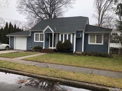 Massapequa Park Single Family Home For Sale: 205 Franklin St