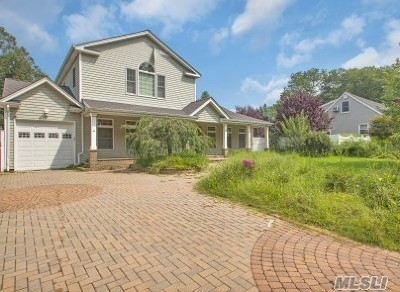 Smithtown Single Family Home For Sale: 61 Wildwood Ln