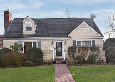 Westbury Single Family Home For Sale: 632 Jefferson St