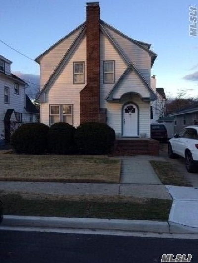 Lynbrook Multi Family Home For Sale: 15 Winter St