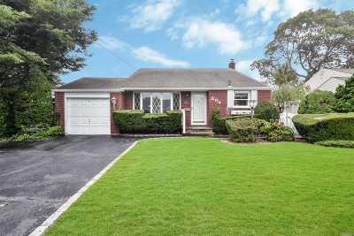 Massapequa Park Single Family Home For Sale: 304 Eastlake Ave