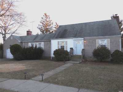 Massapequa Single Family Home For Sale: 122 Hamilton Ave