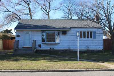 Ronkonkoma Single Family Home For Sale: 46 Lakewood Ave