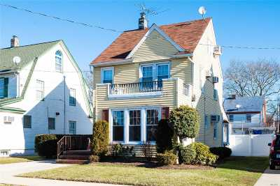 Mineola Single Family Home For Sale: 16 Holly Ave