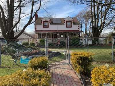 Central Islip  Single Family Home For Sale: 1540 Ferndale Blvd